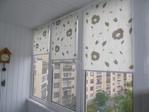 Установка рулонных штор на пластиковые окна в Перми